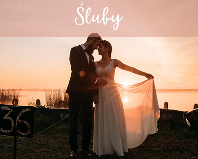 Śluby - na zdjęciu sesja plenerowa ślubnej pary